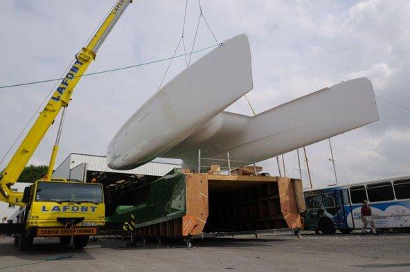 Outremer-Werft: Rohbau hängt am Kran