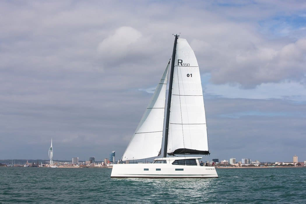 Broadblue Rapier 550 segelt vor Portsmouth