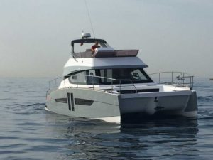 Power-Catamaran Aventura 10