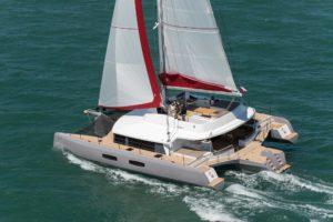 NEEL 65 segelt am Wind