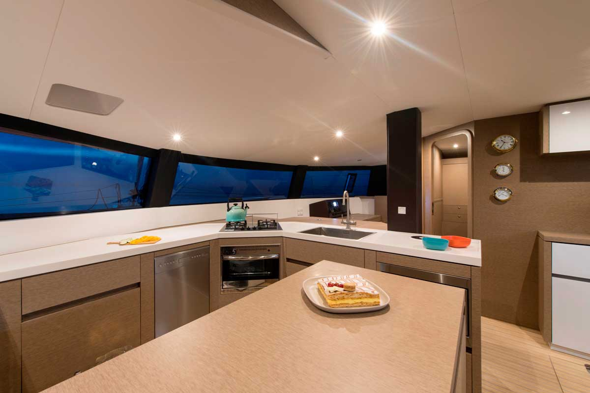 In der Pantry vom Trimaran NEEL 51