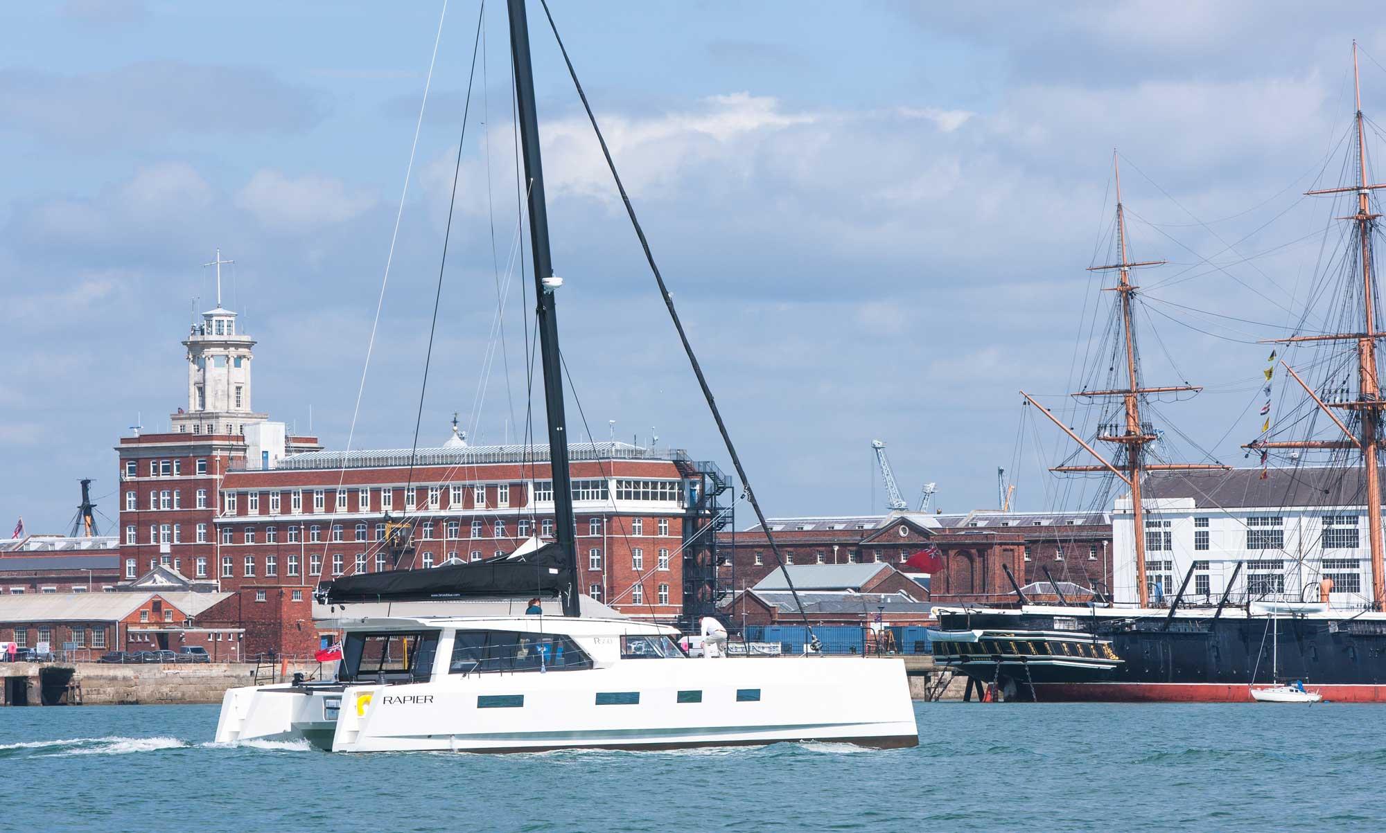 Broadblue Rapier 550 im Hafen von Portsmouth