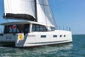 Broadblue Rapier 550 segelt auf Backbordbug