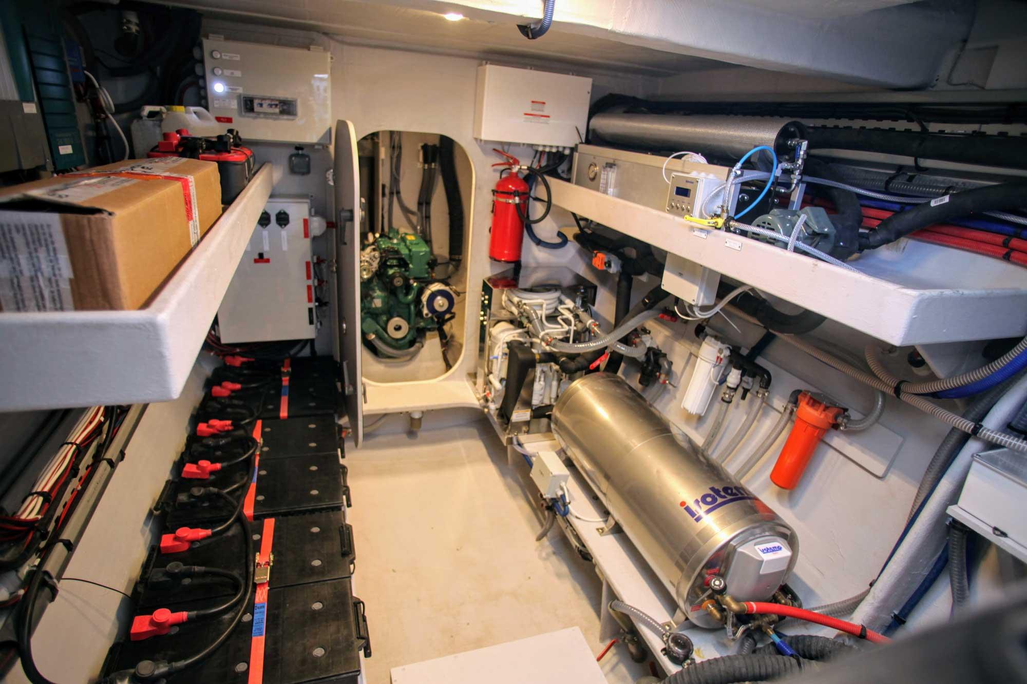 Motorraum vom Trimaran NEEL51